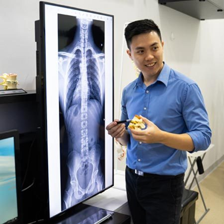 Chiropractor Singapore Shaun Ranen Ang Teaching Patients